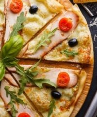 Famous Famiglia Pizza